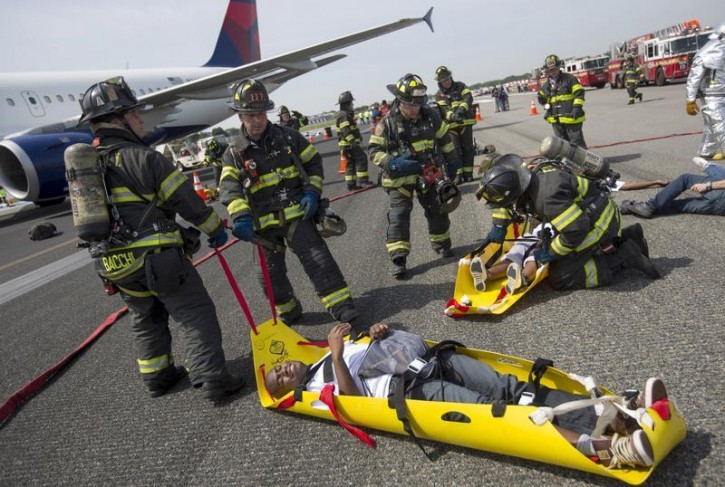 美国实行职业消防员制度 受专业培训、实行薪