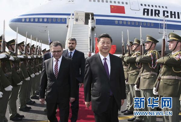 3月28日,國家主席習近平乘專機抵達布拉格,開始對捷克共和國進行國事訪問。新華社記者 蘭紅光 攝