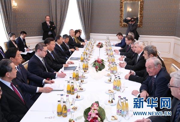 3月29日,國家主席習近平在布拉格會見捷克參議院主席什捷赫。 新華社記者 龐興雷 攝