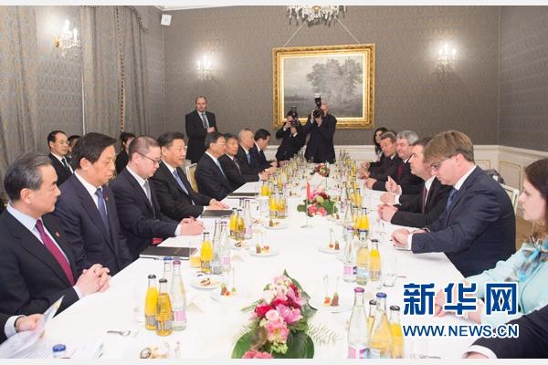 3月29日,國家主席習近平在布拉格會見捷克眾議院主席哈馬切克。 新華社記者王曄攝