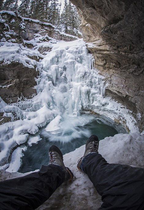 摄影师拍加拿大绝美风光 露出肢体别有风味(组