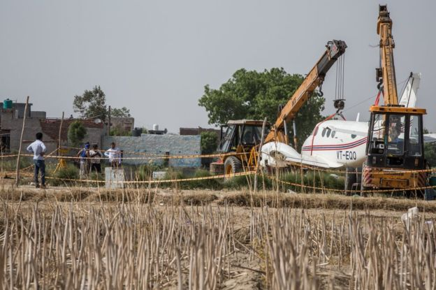 印度一坠毁飞机残骸成旅游热门地点 每天有数