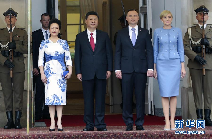 6月20日,國家主席習近平出席波蘭總統杜達在華沙總統府舉行的隆重歡迎儀式。 新華社記者 蘭紅光 攝