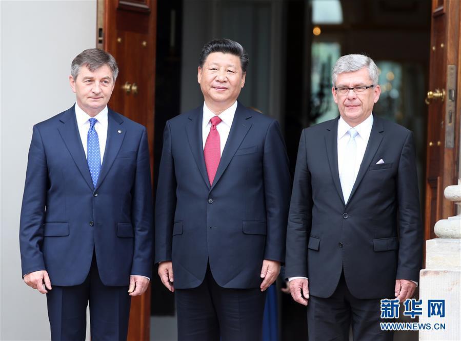 6月20日,國家主席習近平在華沙瓦津基公園水上宮殿會見波蘭參議長卡切夫斯基(右)和眾議長庫赫欽斯基。 新華社記者 姚大偉 攝