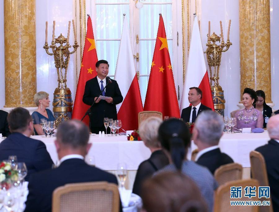 6月20日,國家主席習近平出席波蘭總統杜達在華沙王宮舉行的盛大歡迎晚宴。 新華社記者 劉衛兵 攝