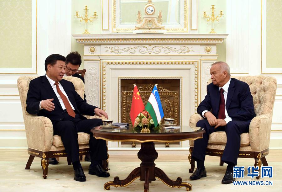 6月22日,國家主席習近平在塔什幹庫克薩萊國賓館同烏茲別克斯坦總統卡裏莫夫舉行會談。 新華社記者饒愛民攝