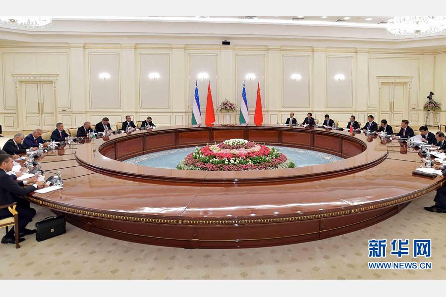6月22日,國家主席習近平在塔什幹庫克薩萊國賓館同烏茲別克斯坦總統卡裏莫夫舉行會談。 新華社記者李濤攝