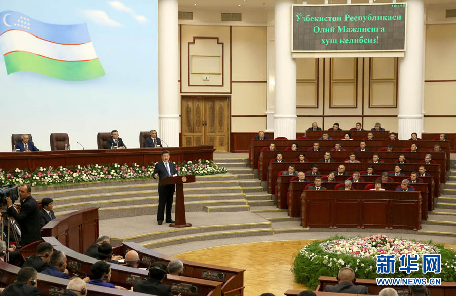 6月22日,國家主席習近平在塔什幹烏茲別克斯坦最高會議立法院發表題為《攜手共創絲綢之路新輝煌》的重要演講。 新華社記者馬佔成攝