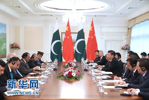 6月23日,國家主席習近平在塔什幹會見巴基斯坦總統侯賽因。新華社記者馬佔成攝
