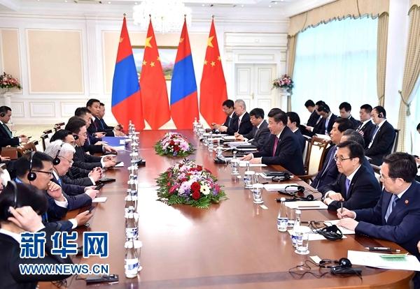 6月23日,國家主席習近平在塔什幹會見蒙古國總統額勒貝格道爾吉。 新華社記者李濤攝