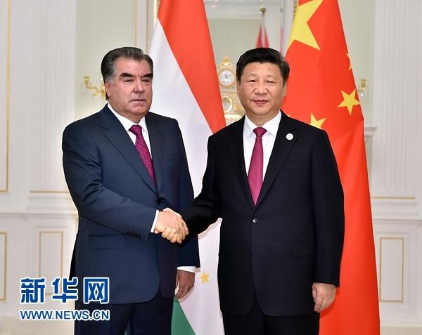 6月23日,國家主席習近平在塔什幹會見塔吉克斯坦總統拉赫蒙。新華社記者李濤攝