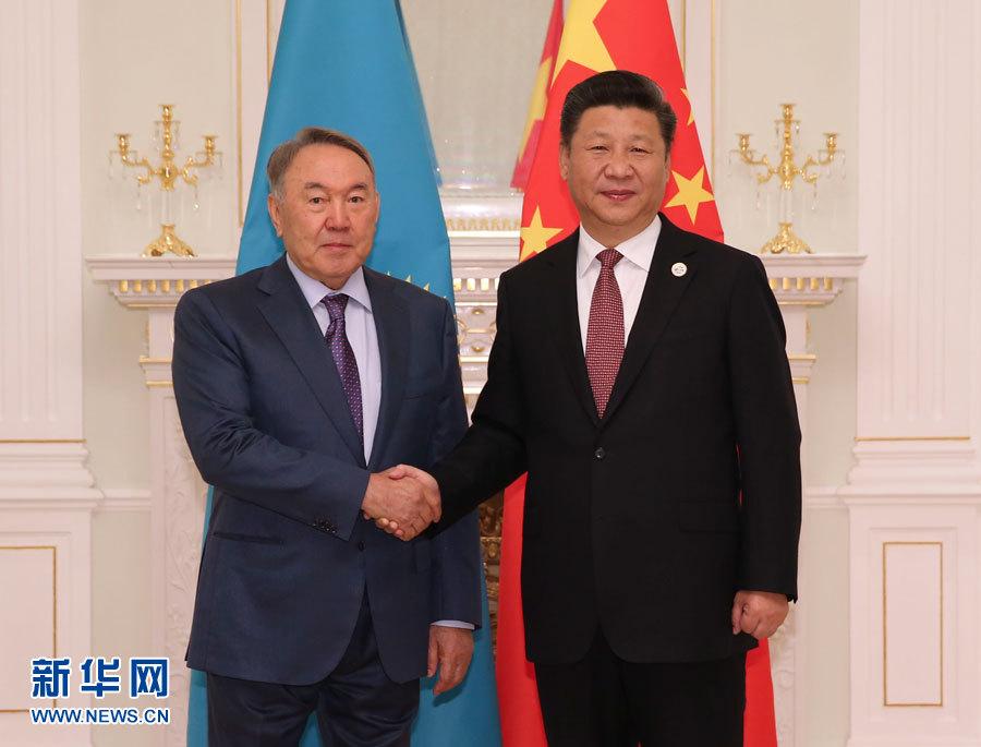 6月24日,國家主席習近平在塔什幹會見哈薩克斯坦總統納扎爾巴耶夫。 新華社記者 蘭紅光 攝
