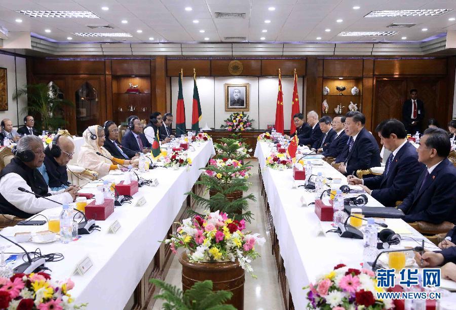 10月14日,國家主席習近平在達卡同孟加拉國總理哈西娜舉行會談。 新華社記者劉衛兵攝
