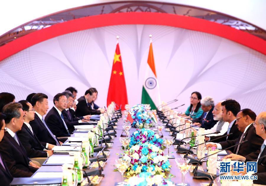 10月15日,國家主席習近平在印度果阿會見印度總理莫迪。新華社記者丁林攝