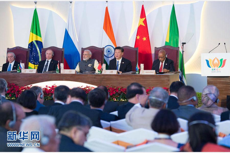 10月16日,金磚國家領導人第八次會晤在印度果阿舉行。中國國家主席習近平、印度總理莫迪、南非總統祖馬、巴西總統特梅爾、俄羅斯總統普京出席。這是同日,習近平出席金磚國家領導人同金磚國家工商理事會代表對話會。新華社記者王曄攝