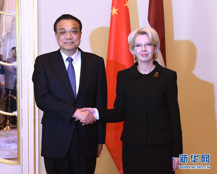11月4日,國務院總理李克強在裏加議會大廈會見拉脫維亞議長穆爾涅採。 新華社記者 饒愛民 攝