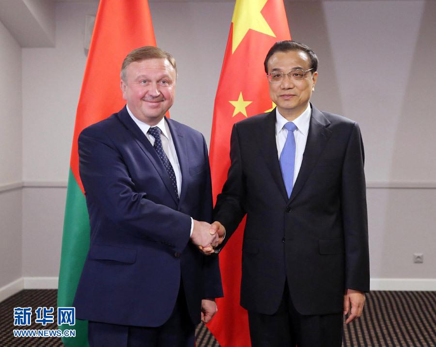 11月5日,國務院總理李克強在裏加下榻飯店會見白俄羅斯總理科比亞科夫。 新華社記者 劉衛兵 攝