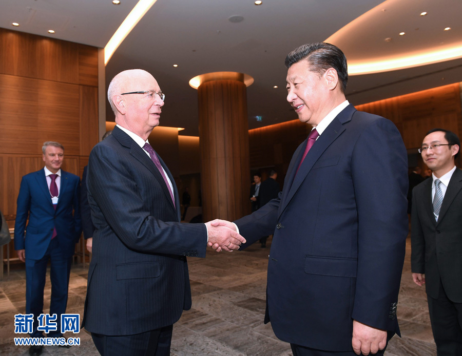 1月17日,國家主席習近平在瑞士達沃斯會見世界經濟論壇主席施瓦布。 新華社記者 饒愛民 攝
