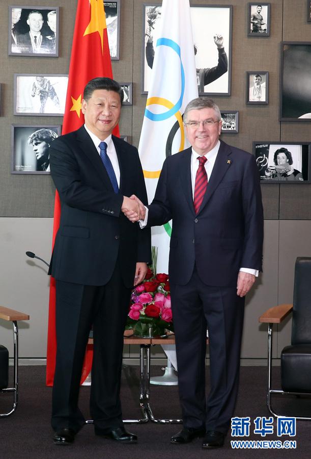 1月18日,國家主席習近平在瑞士洛桑國際奧林匹克博物館會見國際奧林匹克委員會主席巴赫。 新華社記者 姚大偉 攝