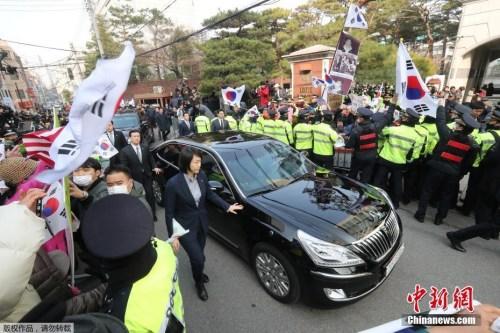 韓國檢察廳特別調查本部于21日上午9時30分傳喚前總統樸槿惠,對她受賄、濫用職權等嫌疑進行調查。