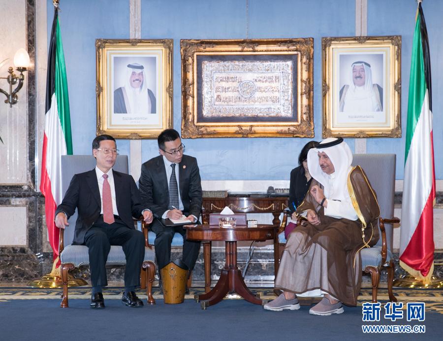 8月22日,應邀訪問科威特的中共中央政治局常委、國務院副總理張高麗在科威特城會見科威特首相賈比爾。 新華社記者 王曄 攝