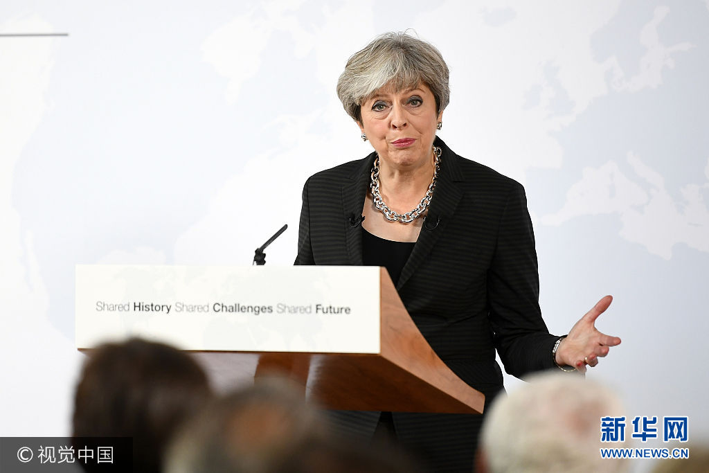 """當地時間2017年9月22日,意大利佛羅倫薩,英國首相特蕾莎·梅發表""""脫歐演講""""。英國首相特蕾莎·梅于22日抵達佛羅倫薩欲開啟脫歐談判,此前歐盟希望英國可以盡快進行費用結算以及明確歐盟公民的權利問題。***_***FLORENCE, ITALY - SEPTEMBER 22:  British Prime Minister Theresa May gives her landmark Brexit speech in Complesso Santa Maria Novella on September 22, 2017 in Florence, Italy. She outlined the UK's proposals to the EU in an attempt to break a deadlock ahead of the fourth round of negotiations that begin on Monday. Florence is often referred to as the 'cradle of capitalism' known for its historical trading power.  (Photo by Jeff J Mitchell/Getty Images)"""