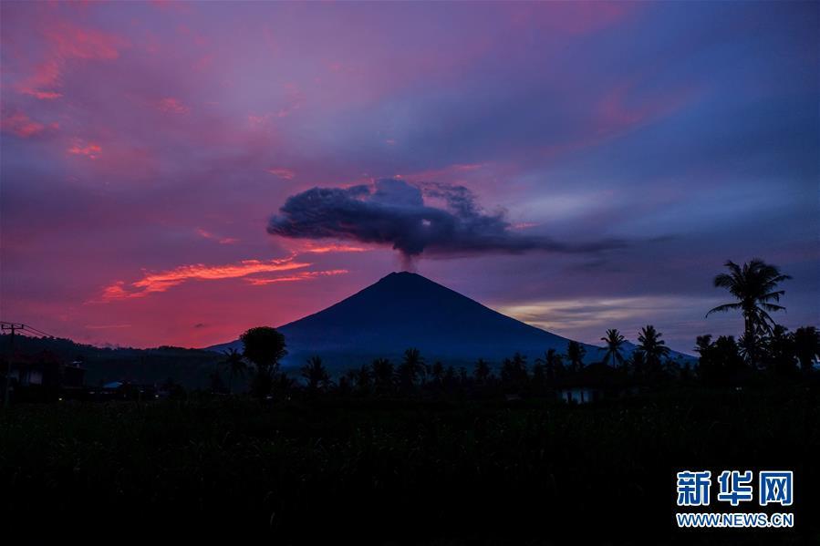 (國際)(8)巴厘島火山持續噴發