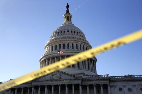 """外媒:美政府因拨款法案未通过""""关门"""""""