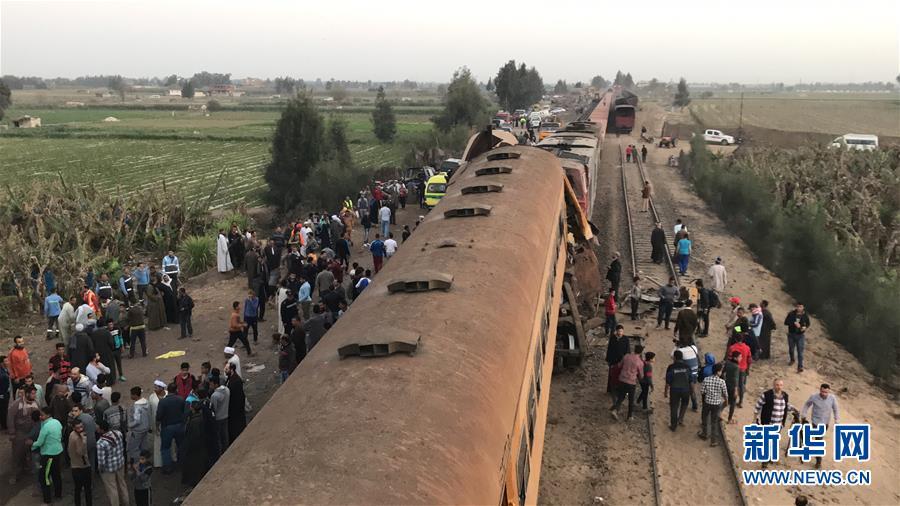 (国际)(2)埃及北部火车相撞造成至少16人死亡