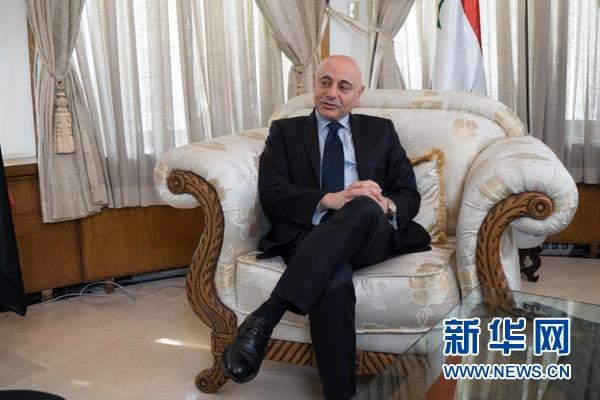 在中国两会召开之际,叙利亚驻华大使伊马德・穆斯塔法接受新华网专访。新华网发 雨桓供图