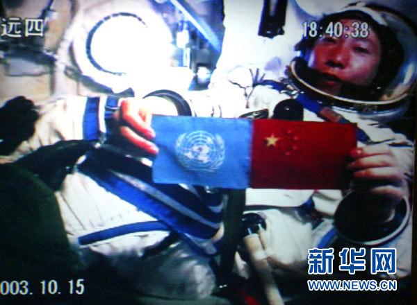探索宇宙,有掌声也有牺牲。2014年,维珍银河的载人航天器爆炸,两名试飞员一死一伤。事故令外界质疑其太空船的可靠性,时隔年余,维珍银河再次整装出发!