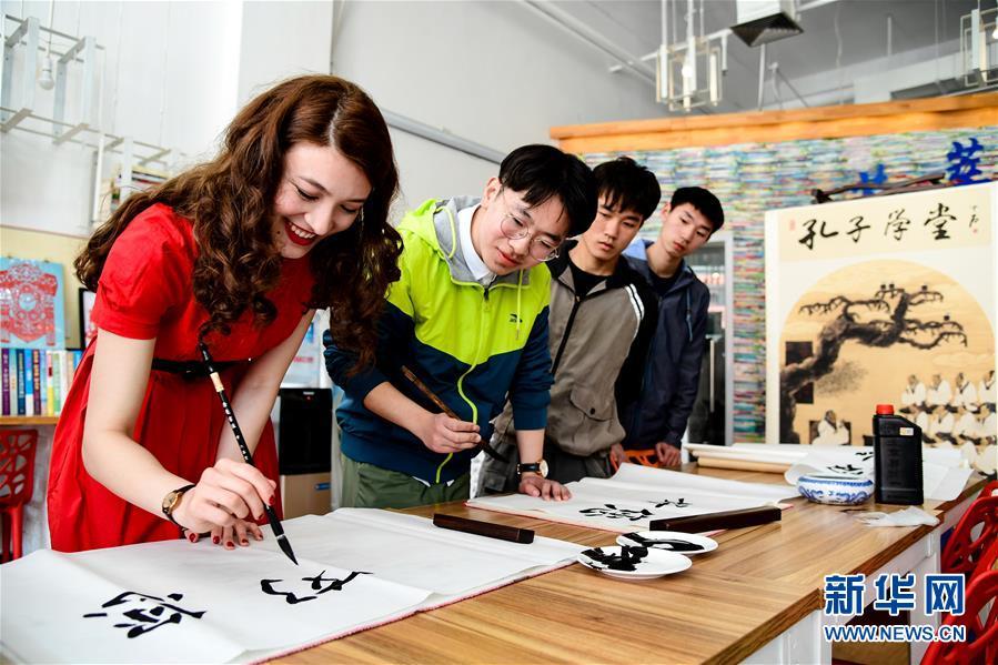 """(新华全媒头条·上合青岛峰会·图文互动)(13)远航,扬起""""上海精神""""的时代风帆——写在上海合作组织成员国元首理事会第十八次会议即将召开之际"""