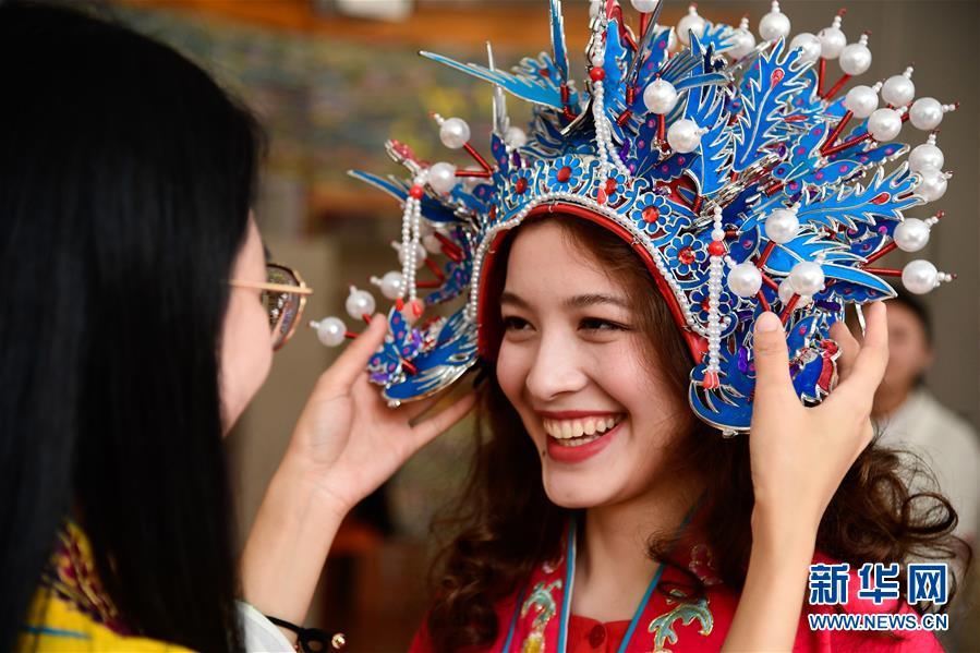 """(新华全媒头条·上合青岛峰会·图文互动)(14)远航,扬起""""上海精神""""的时代风帆——写在上海合作组织成员国元首理事会第十八次会议即将召开之际"""