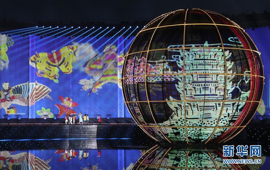 (新華全媒頭條·上合青島峰會·圖文互動)(3)構建命運共同體 書寫上合新篇章——寫在上海合作組織青島峰會閉幕之際