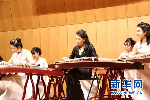 中日两国演员不仅表演了《康定情歌》《云之南》《桃花渡》等传统名曲