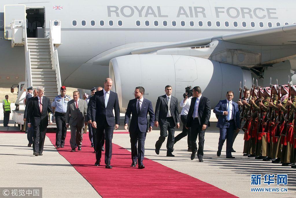 英国威廉王子访问约旦 与约旦王储一路畅谈(组图)