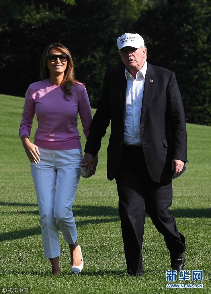 """特朗普结束度假偕""""第一夫人""""返回白宫(组图)"""