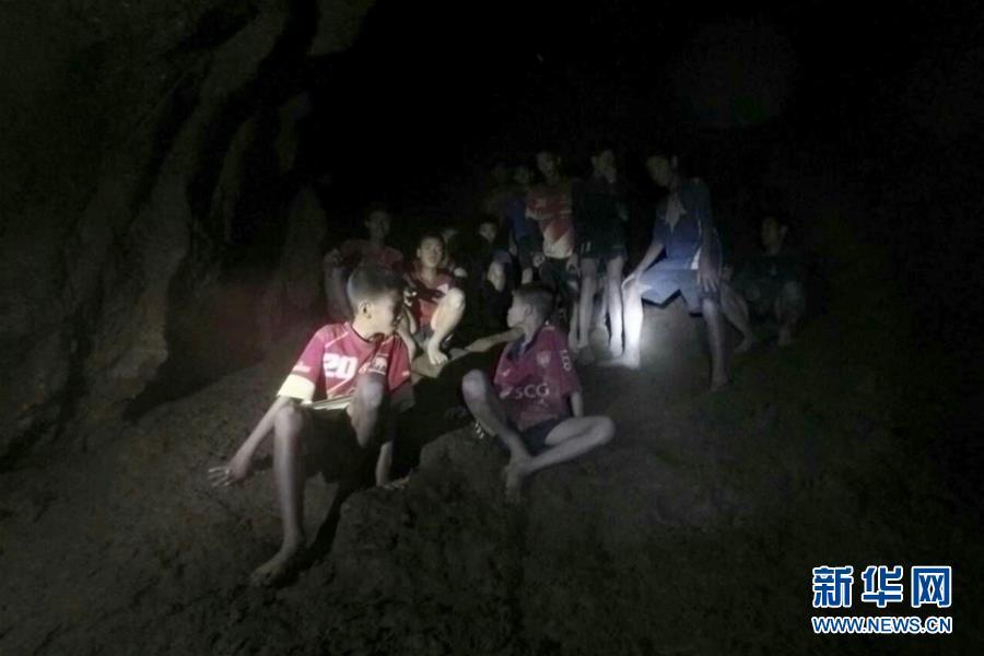 (国际)(2)泰国13名失踪少年足球队成员被发现仍然活着