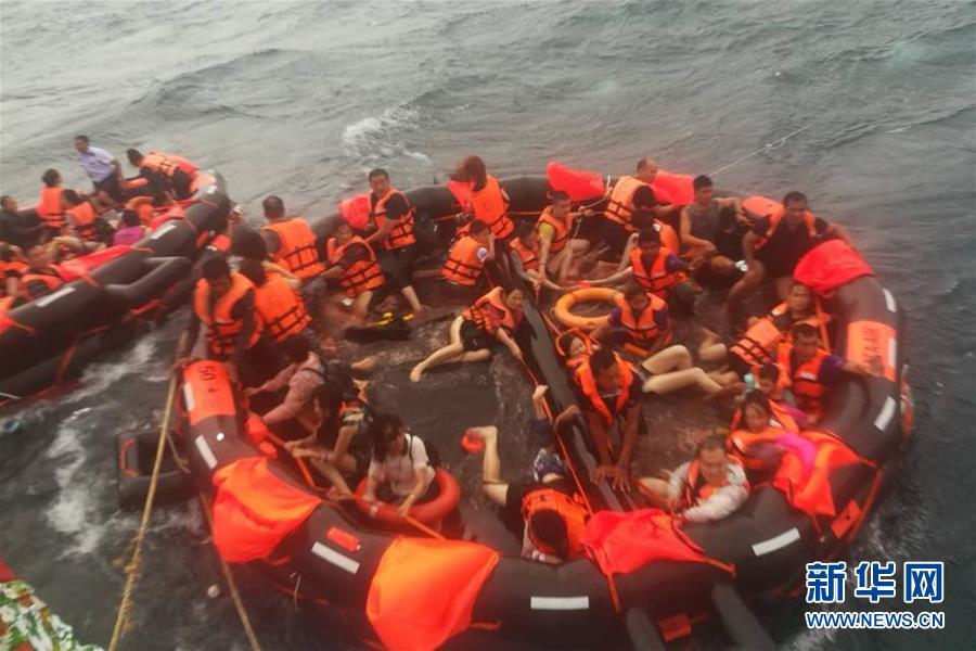 (国际)(2)泰国普吉海域发生翻船事故船上载有中国游客