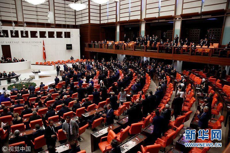 土耳其新一届议会议员宣誓就职 总统埃尔多安出席