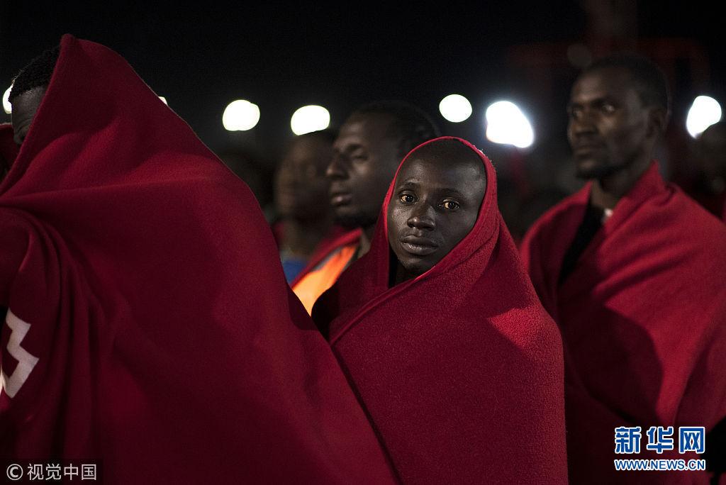 107名非洲移民在阿尔沃兰海获救 抵达西班牙港口上岸(图)