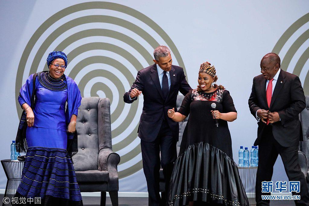 南非纪念曼德拉百年诞辰 奥巴马出席活动并与曼德拉遗孀共舞