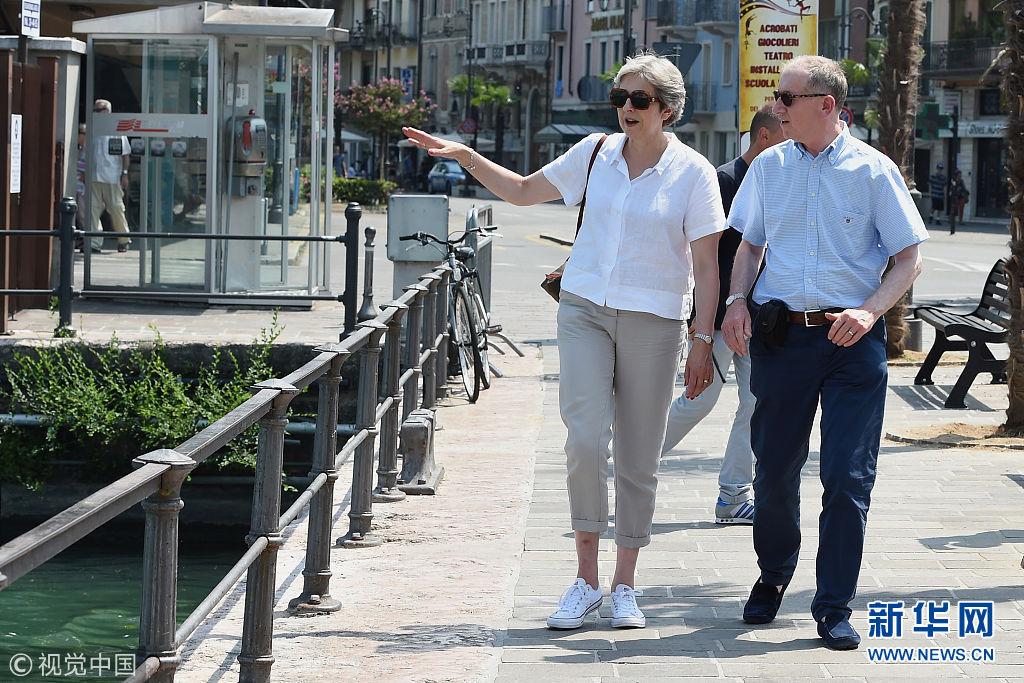 英首相特雷莎·梅与丈夫现身意大利度假