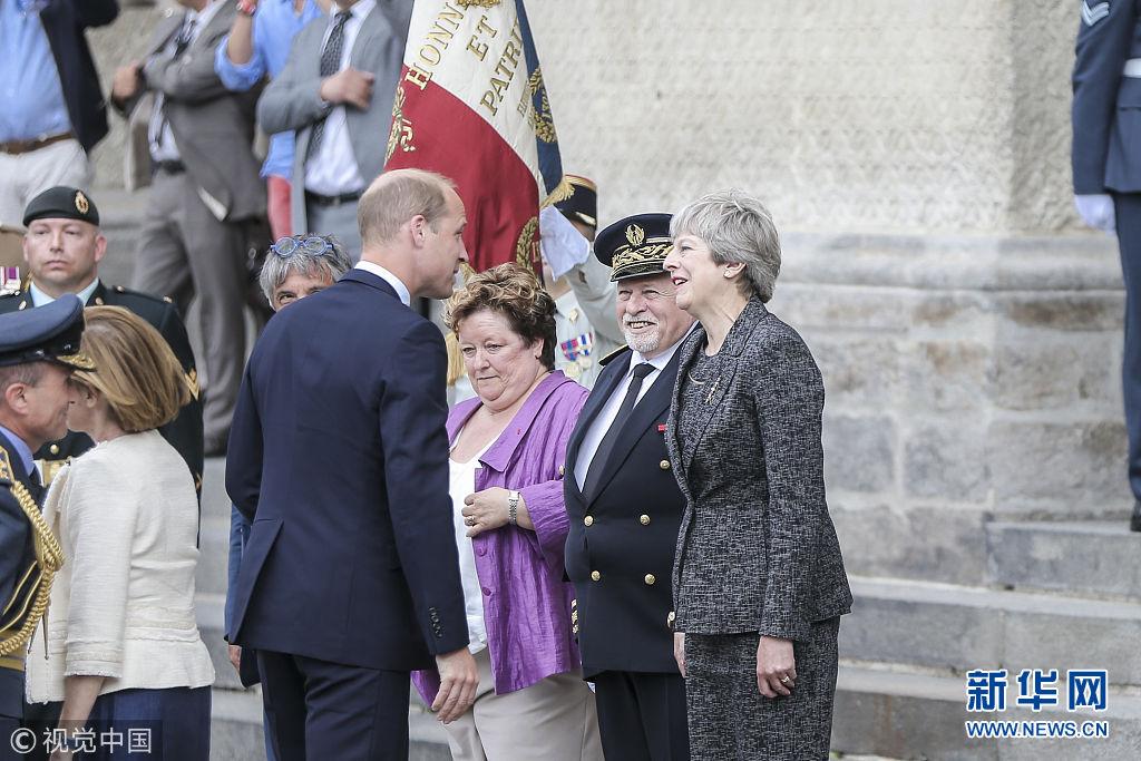 法国举行亚眠战役100周年纪念活动 英国首相与威廉王子出席
