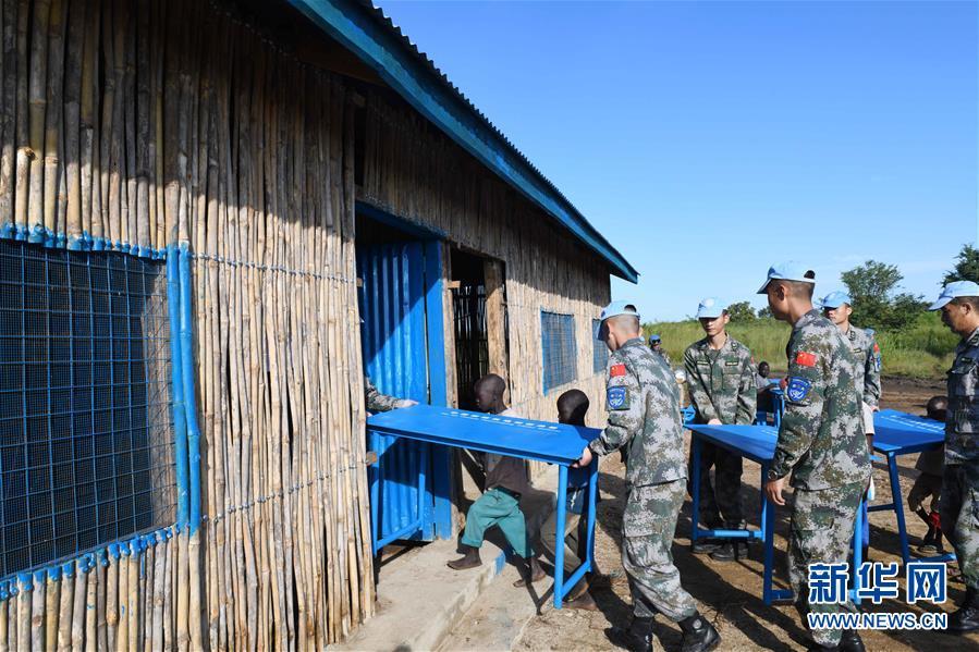 """(国际·图文互动)(1)通讯:""""你们是南苏丹人民真挚的朋友!""""——中国维和步兵营修缮南苏丹小学校舍获赞"""