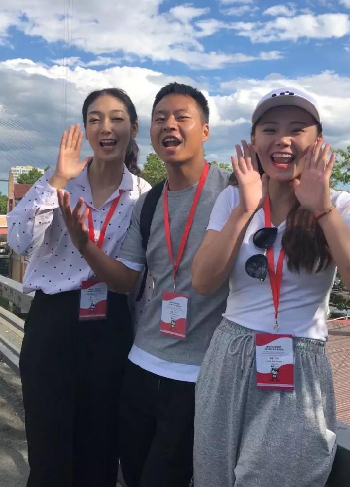 """""""我们回家了!""""10年之后,重回俄罗斯的四川地震灾区孩子们难掩兴奋之情(新华社记者饶力文摄)"""