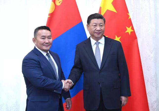 9月12日,国家主席习近平在符拉迪沃斯托克会见蒙古国总统巴特图勒嘎。新华社记者 饶爱民