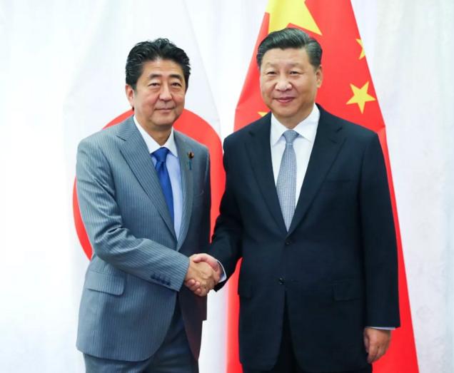 9月12日,国家主席习近平在符拉迪沃斯托克会见日本首相安倍晋三。新华社记者 谢环驰