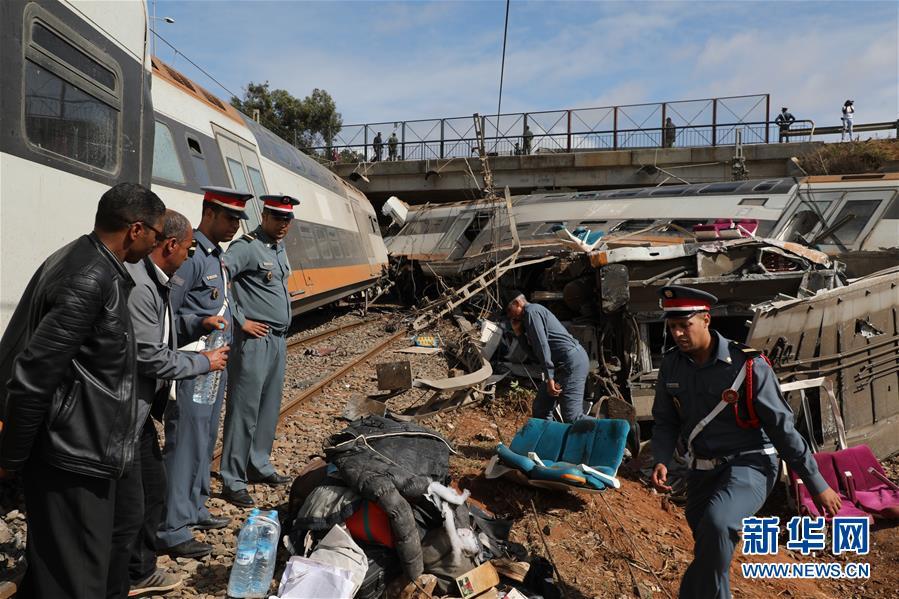 (国际)(2)摩洛哥一火车脱轨 至少5人死亡