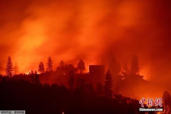 加州山火致25死110人失联 全部控制山火需3周时间